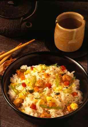 Porção de Yakimeshi Risoto de Frango c/ Legumes